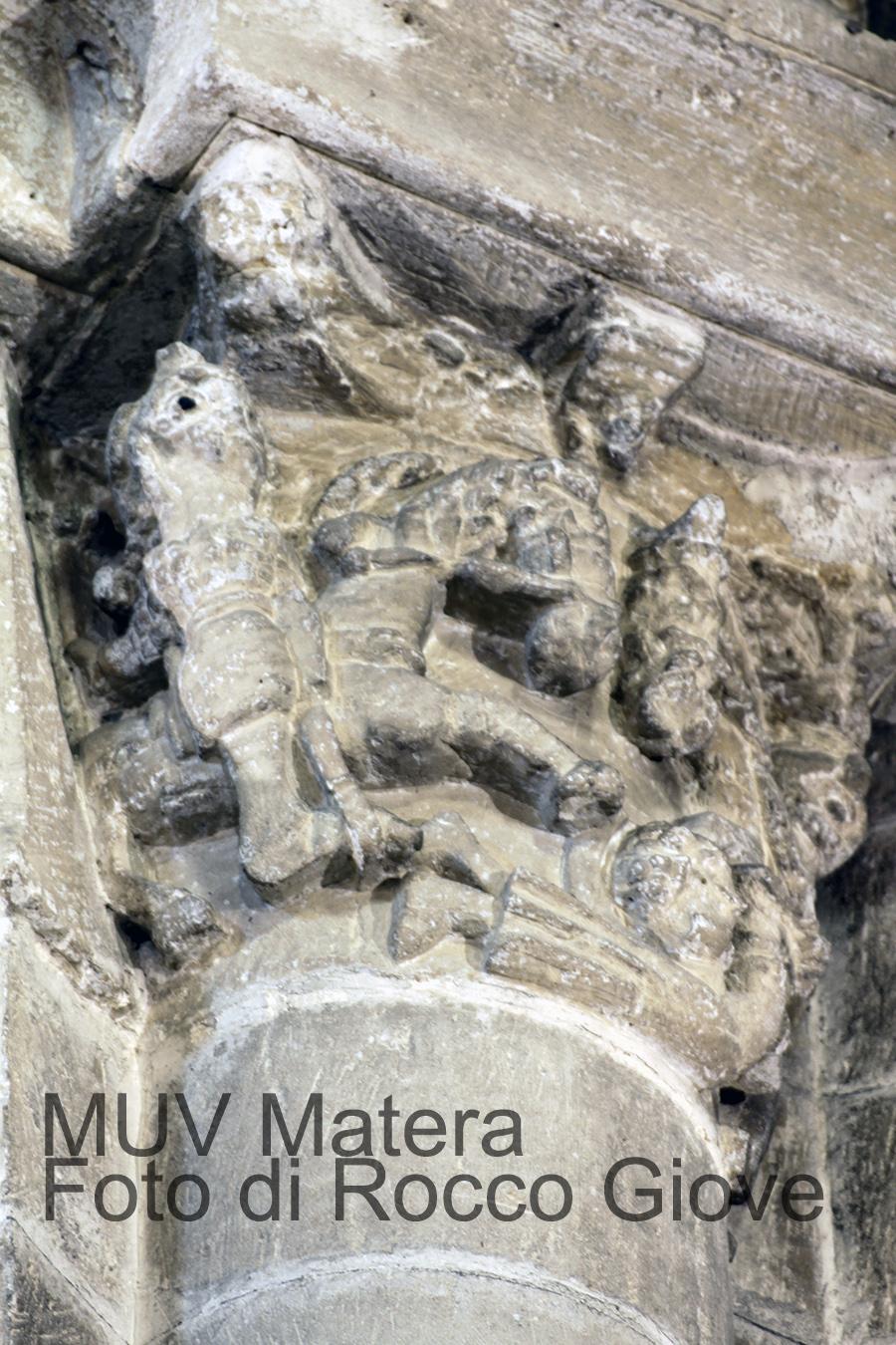San Giovanni Battista - particolare capitello con cavalieri